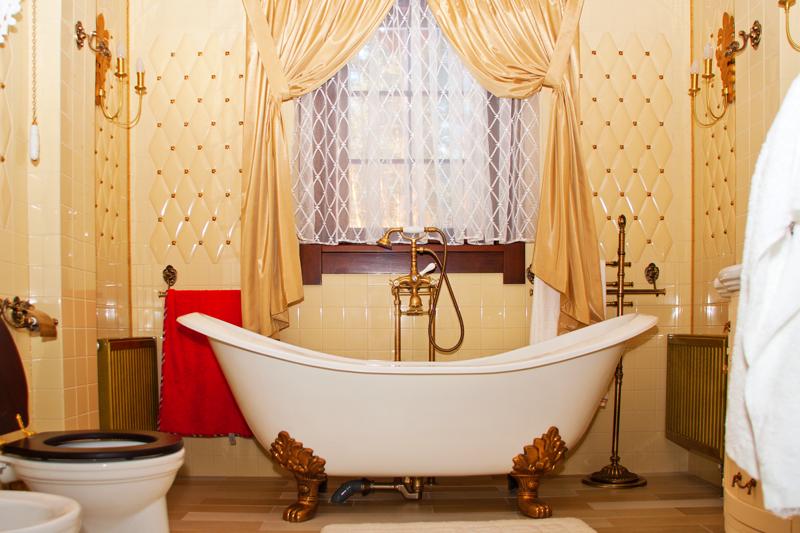 clawfoot old bathroom remodel