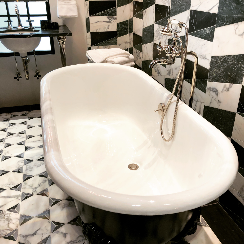 Freestanding tubs - top home trends